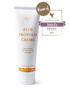 Aloe Propolis Creme er et blødgørende og fugtbevarende vidunder med hudplejende ingredienser.